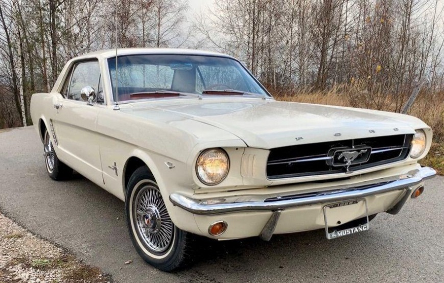 Ford Mustang Coupe- Rok 1965 - Kolor Biały