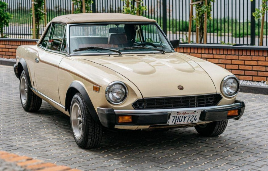 Fiat 124 Spider- Rok 1979 - Kolor Beżowy