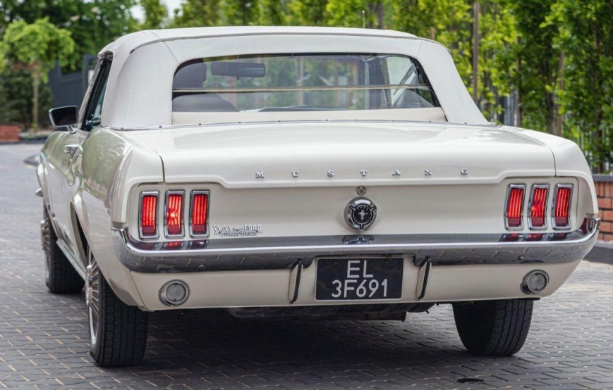 Ford Mustang- Rok 1967 - Kolor Beżowy